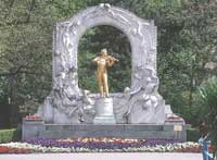 Австрия. Вена. Памятник Штраусу